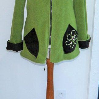 Polaire col lutin à lacets vert jeune pousse écru et choco T44-3801