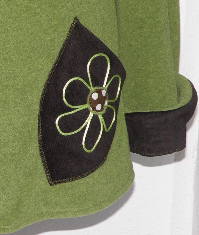Polaire col lutin à lacets vert jeune pousse écru et choco T44-3802