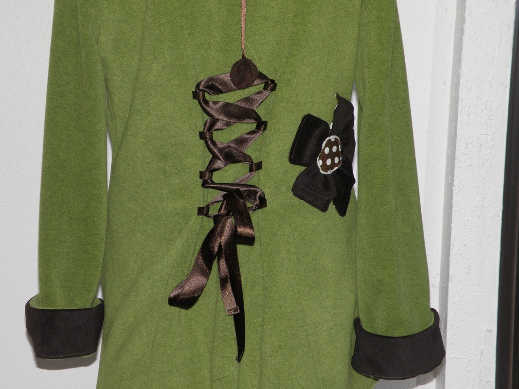 Polaire col lutin à lacets vert jeune pousse écru et choco T44-3806