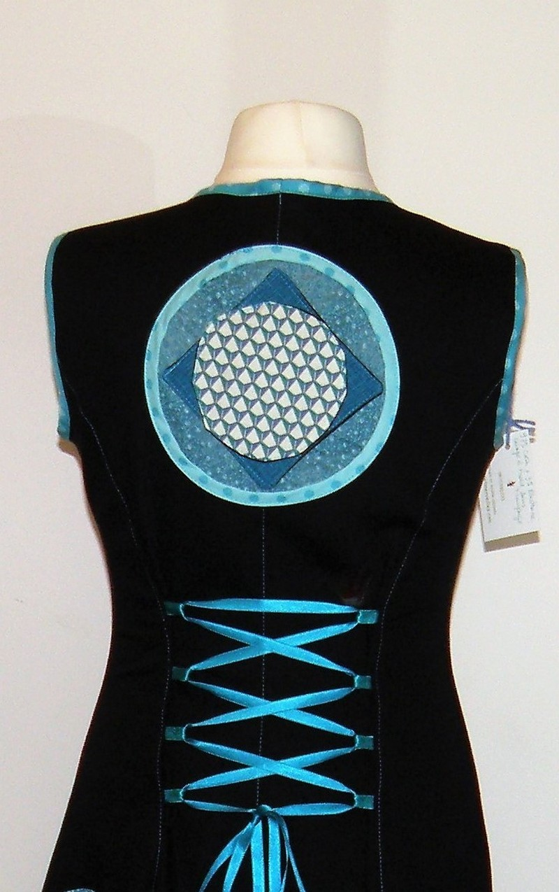 Robe en gabardine de coton noir et application turquoise T42