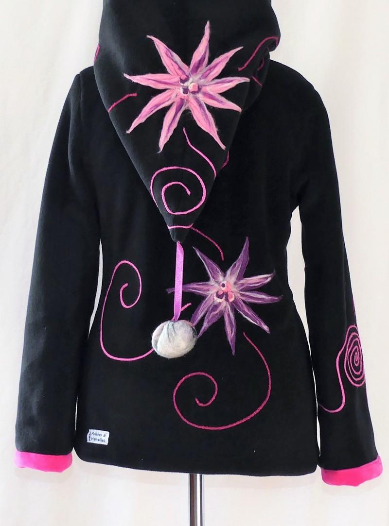 Veste polaire lutin noire et rose bonbon avec fleurs en laine cardé T 38/40
