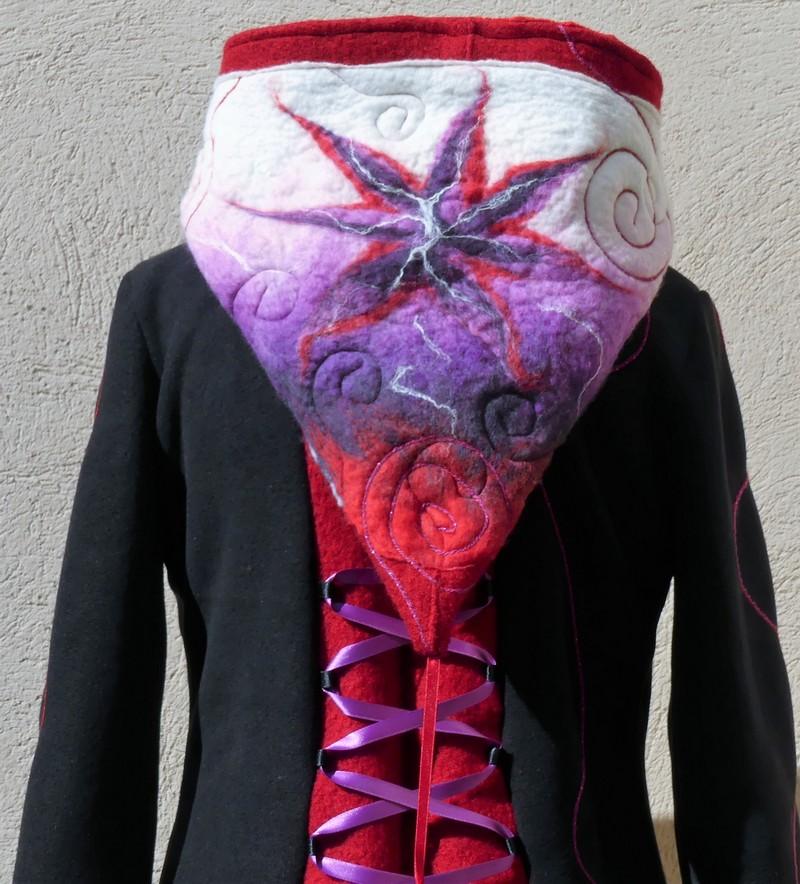 Veste manteau lutin avec laçage en polaire noire et laine rouge T38