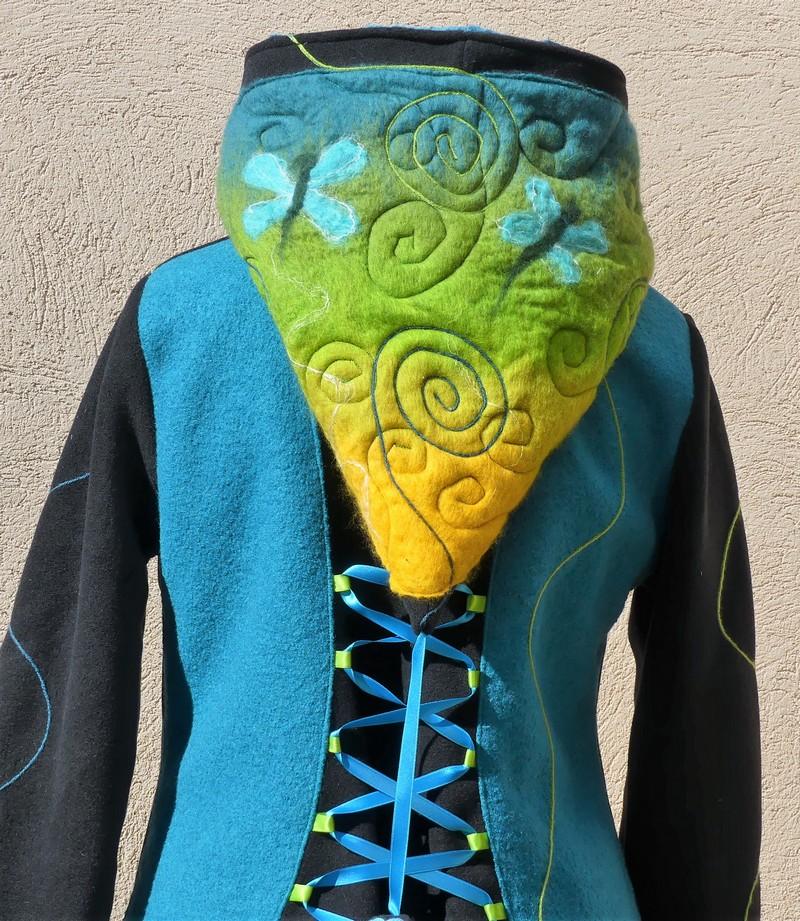 Veste manteau lutin avec laçage en polaire noire et laine turquoise T 38