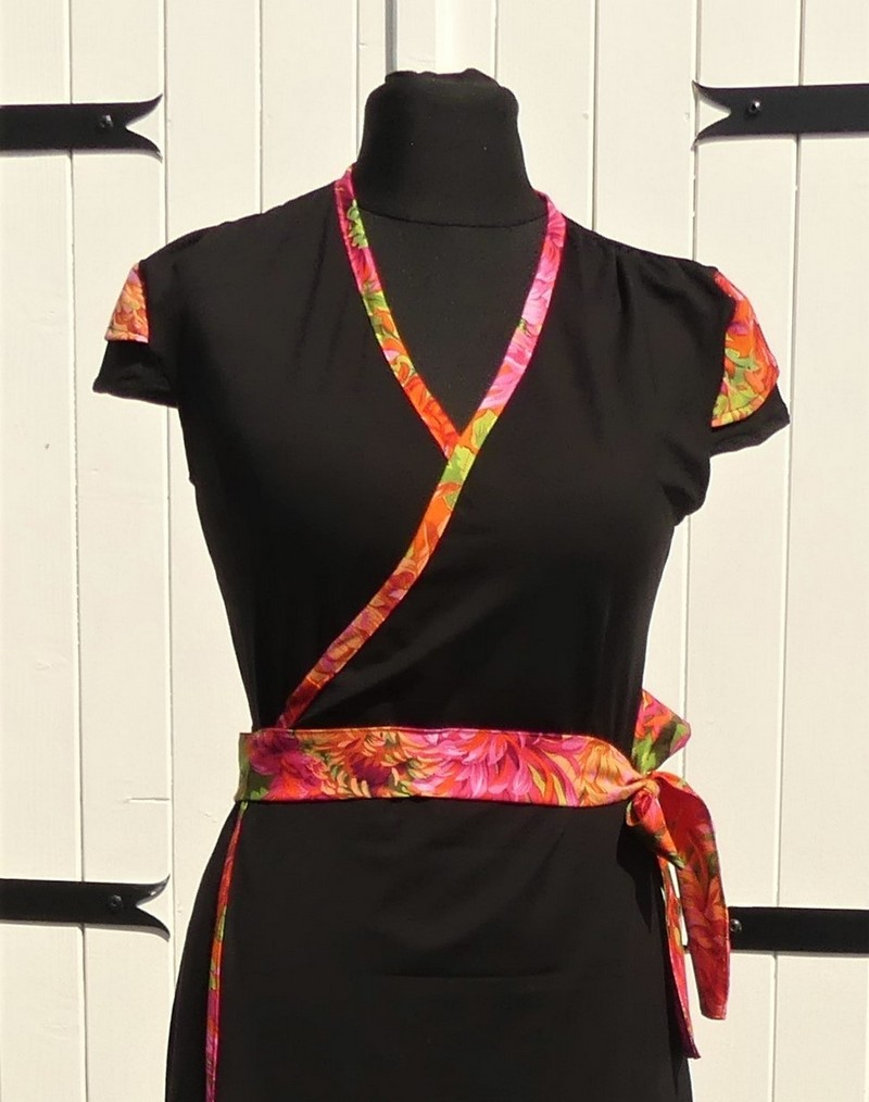 Robe portefeuille noire en jersey viscose et coton multicolore orange vert et rose T38
