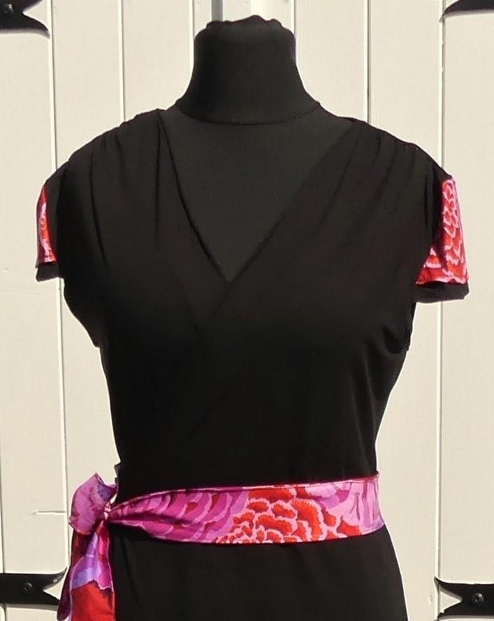 Robe portefeuille noire en jersey viscose et coton multicolore rouge et rose T40