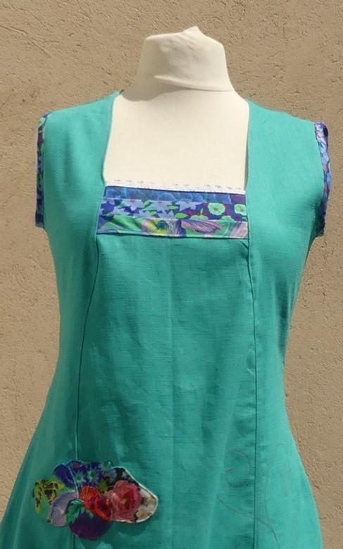 Robe en lin turquoise avec encolure carré taille 42