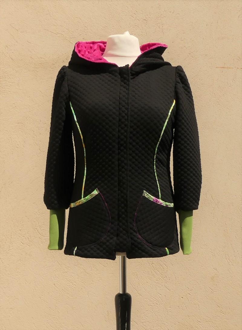 Veste à capuche lutin en jersey matelassé noir et rose pulpe Taille 40